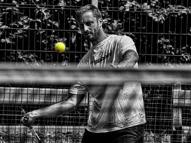 https://tkslaviaplzen.cz/wp-content/uploads/2018/07/tenisovy_trener.jpg